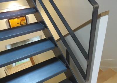 Escalier en acier brut